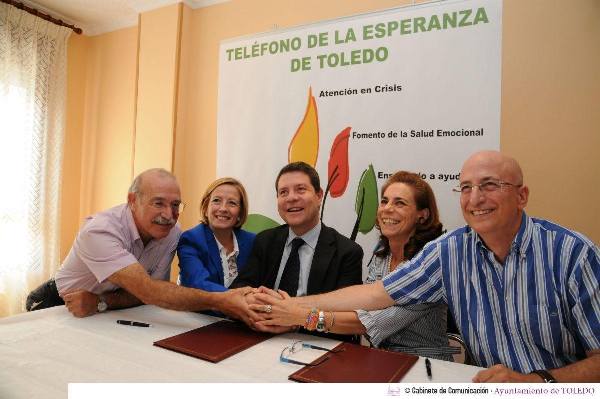 """http://www.toledo.es/wp-content/uploads/2014/07/20140703_1072742556_alcalde_ong01-1200x797.jpg. El Ayuntamiento ofrece su apoyo a la ONG """"Teléfono de la Esperanza"""" para difundir su labor social"""