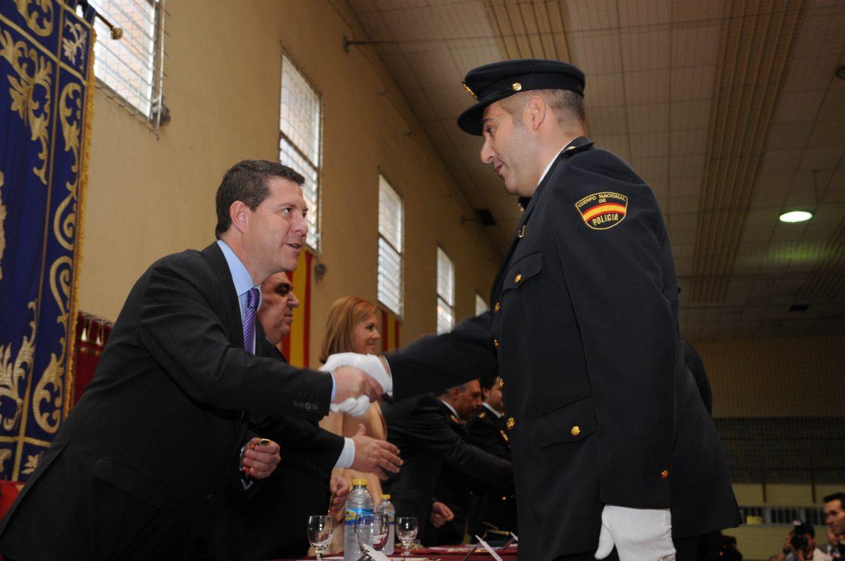 García-Page entrega varias condecoraciones en el Día del Cuerpo Nacional de la Policía