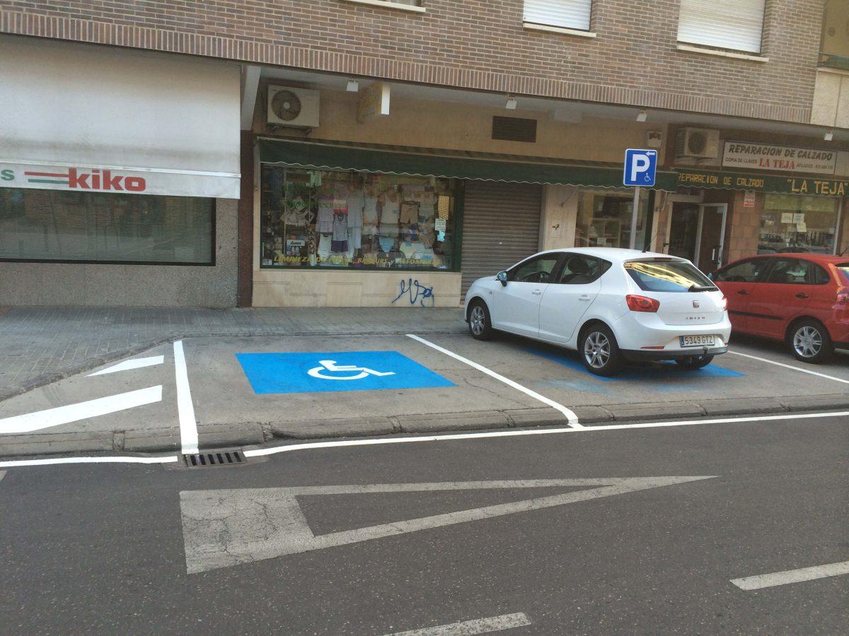 https://www.toledo.es/wp-content/uploads/2014/10/aparcamiento_accesibilidad01-1200x900.jpg. El Ayuntamiento crea nuevas plazas de aparcamiento para personas con discapacidad y sigue mejorando la accesibilidad en Santa Bárbara