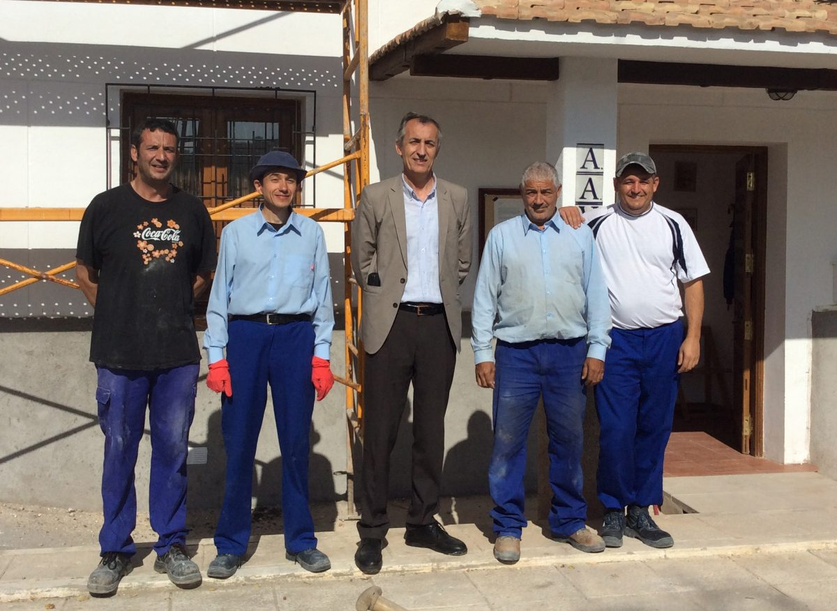 El Ayuntamiento acondiciona la sede vecinal del Poblado Obrero con desempleados del Plan de Empleo Municipal