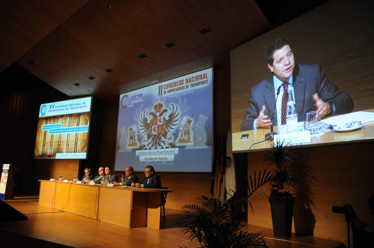 """http://www.toledo.es/wp-content/uploads/2014/10/congreso_transporte_portada-1200x797.jpg. El alcalde agradece al sector del transporte su contribución a la sociedad y les pide """"mirar con optimismo al futuro"""""""
