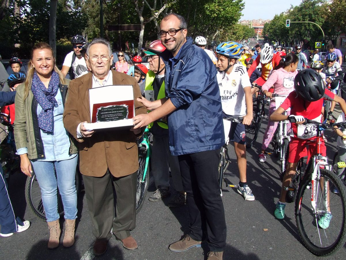 Alrededor de 500 personas participan en el XIX Día de la Bicicleta y III Día del Patín en Familia organizado por el Ayuntamiento