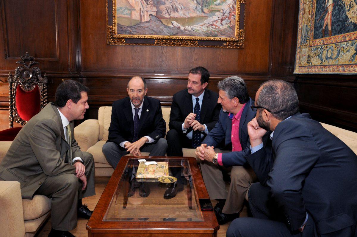 García-Page se reúne con los responsables de la Federación Internacional de Pelota Vasca