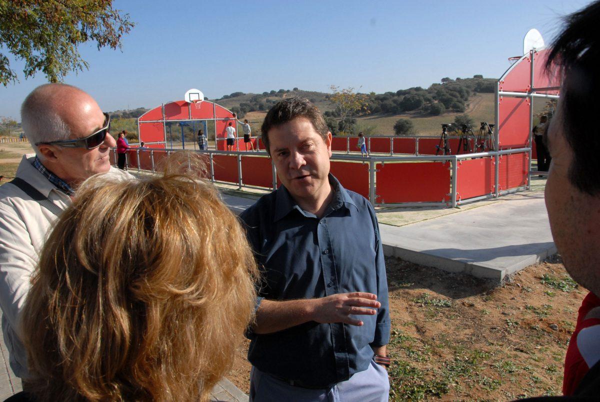 El Ayuntamiento sigue apostando por generar lugares de encuentro para los vecinos con una nueva pista multideportiva