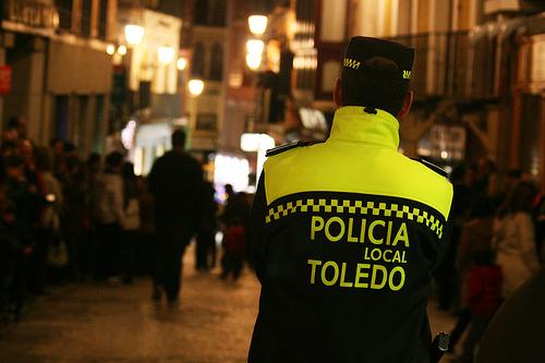 https://www.toledo.es/wp-content/uploads/2014/10/policia-local.jpg. Detenido un joven por realizar pintadas antisemitas en la Judería