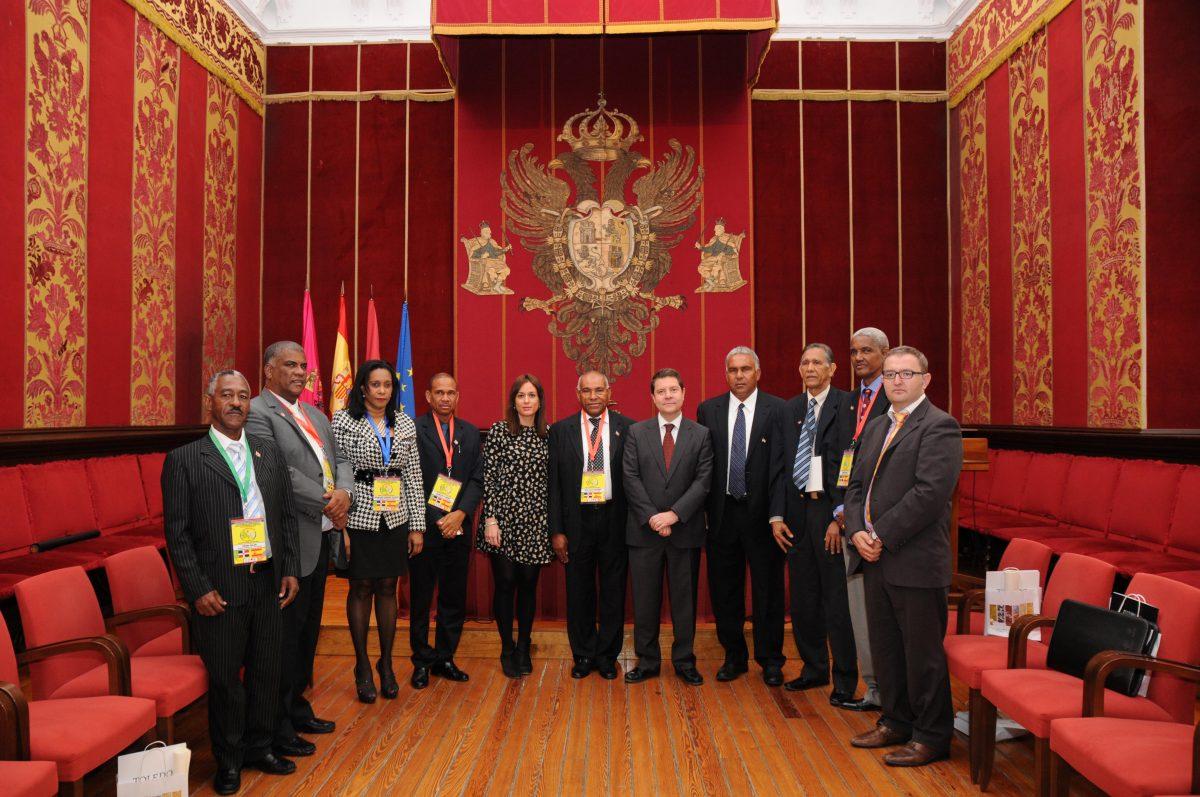 García-Page pone en valor el papel de los Ayuntamientos ante una delegación de alcaldes de la República Dominicana
