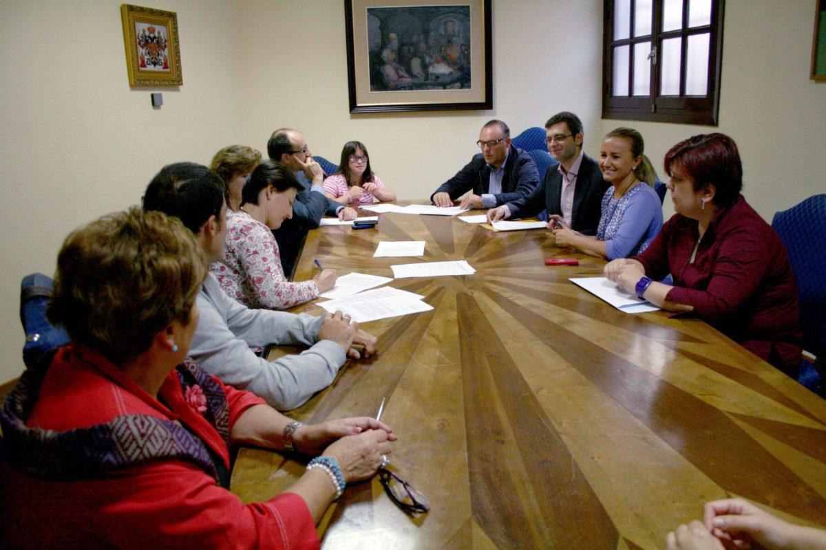 https://www.toledo.es/wp-content/uploads/2014/10/trabajo_personas_discapacidad-1200x800.jpg. Dos personas con discapacidad realizarán prácticas formativas durante dos meses en dependencias del Ayuntamiento