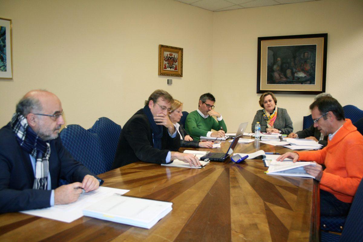 El Gobierno local informa a los grupos políticos municipales del presupuesto para el año 2015