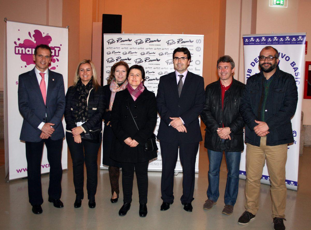 El Gobierno local, presente en el III Desfile Solidario de Félix Ramiro, que ha contado con el Toledo, APANAS y Down Toledo