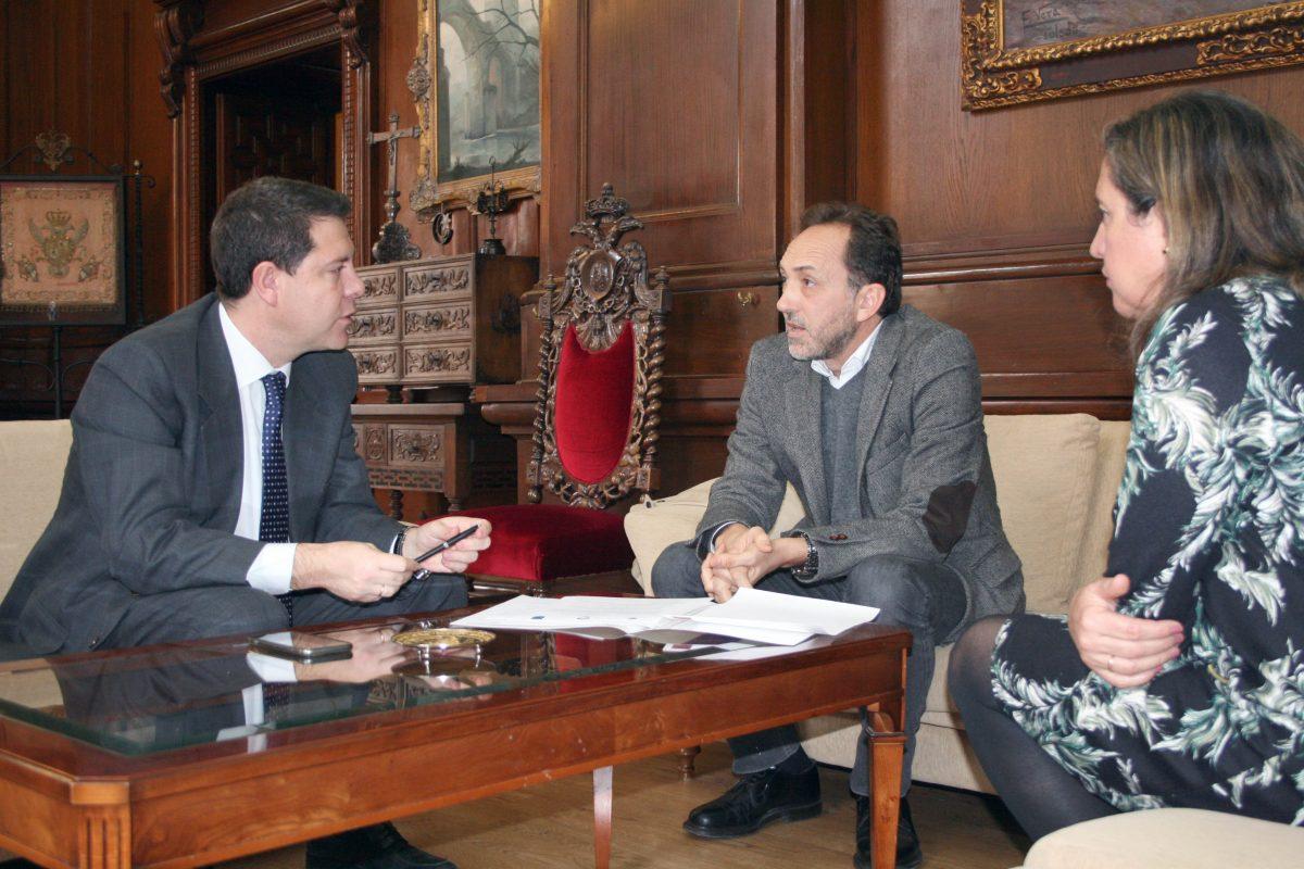 El alcalde apoya a la  Escuela de Traductores en un proyecto relacionado con la cultura mediterránea