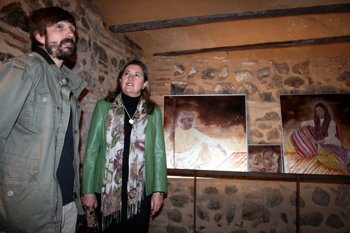 El Gobierno local apoya la cultura de los artistas autóctonos en la inauguración de la nueva exposición de Enrique Tortajada