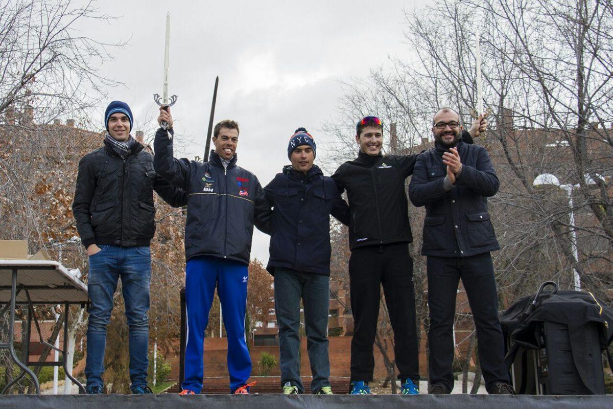 Los toledanos Jesús del Pino y Óscar González ganan un lluvioso I Criterium Ciclista de Toledo en Navidad