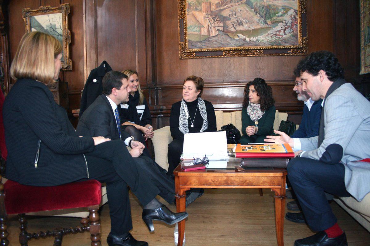 El alcalde se reúne con Apace para interesarse por sus proyectos de cara al 2015