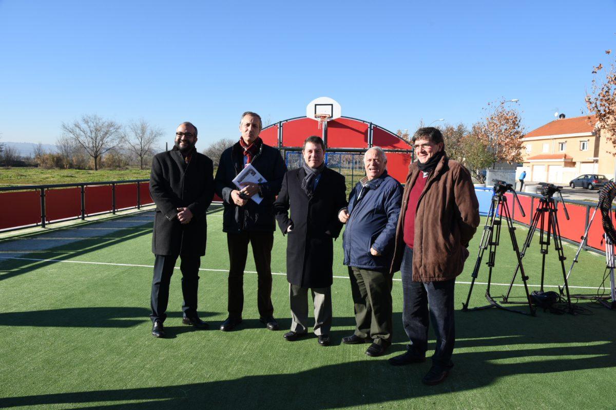 Azucaica cuenta ya con la segunda pista multideportiva instalada por el Ayuntamiento