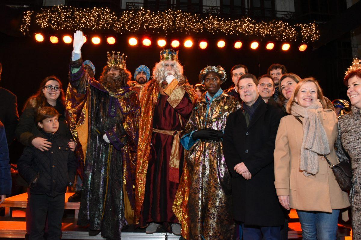 Los Reyes Magos de Oriente llegan a Toledo en una festiva cabalgata que estuvo arropada por miles de toledanos