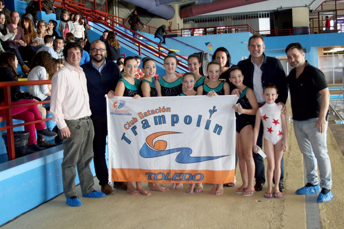 Brillante Exhibición de Reyes de las chicas de Sincronizada del Club Natación Trampolín en la piscina del Salto del Caballo