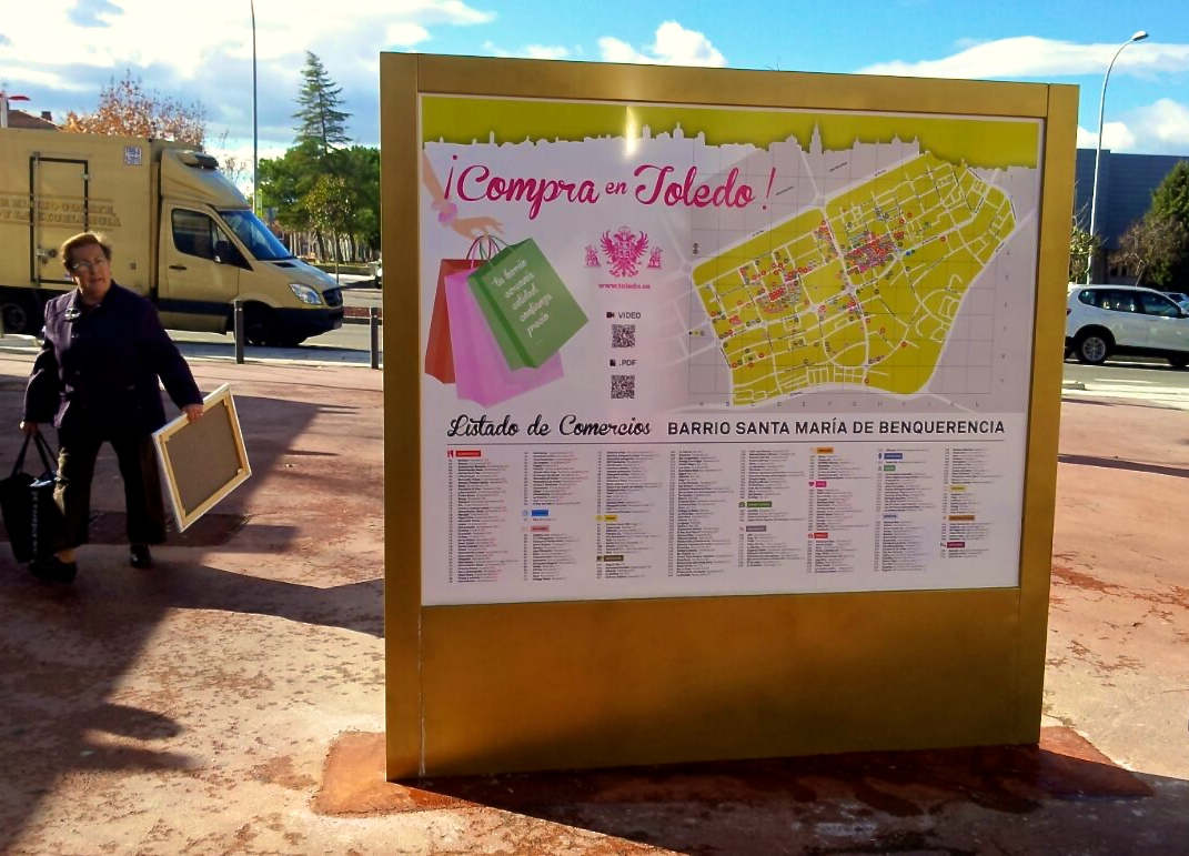El Ayuntamiento instala los directorios comerciales de apoyo al pequeño comercio