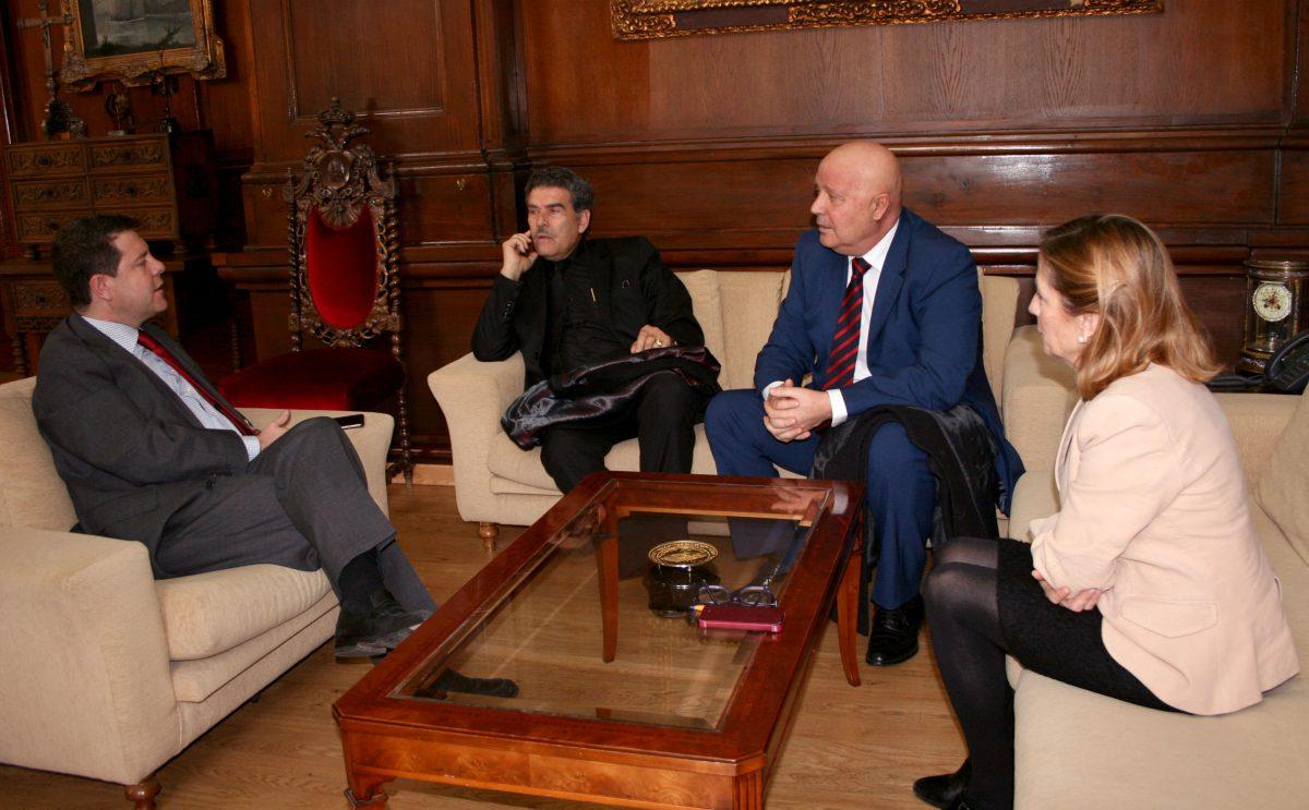 El alcalde de Toledo se reúne con los representantes de la Federación Regional Gitana de Castilla-la Mancha