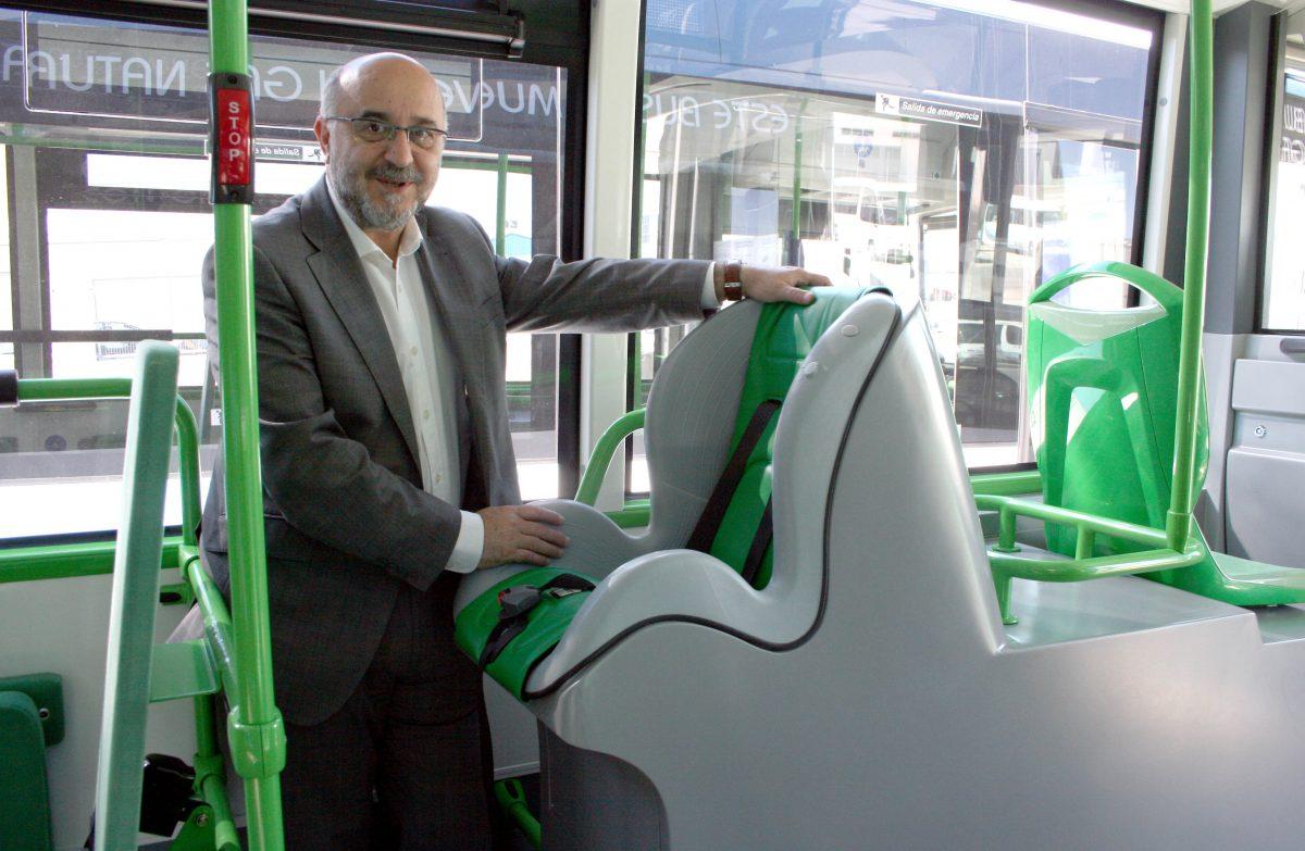 Toledo cuenta desde hoy con 6 nuevos autobuses que integran mejoras como silla porta bebés y cargadores para móvil