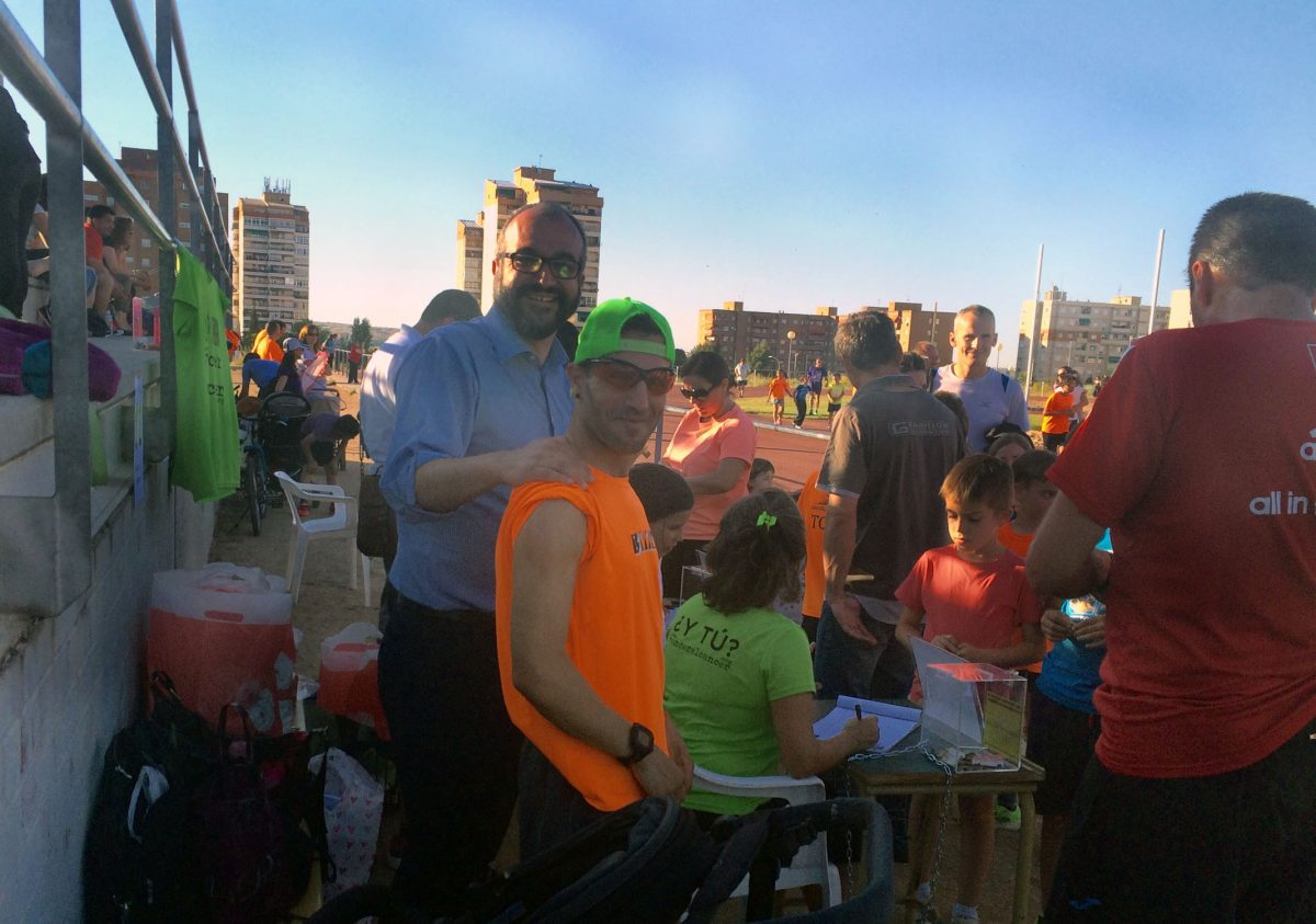 """Cientos de participantes toman parte de la Jornada de Larga Solidaridad organizada por """"Vencer el Cáncer"""" en el Polígono"""