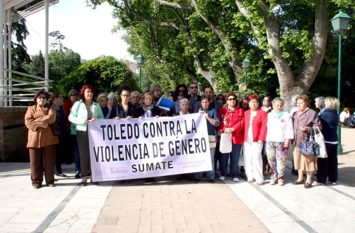 Toledo reivindica, una vez más, políticas para erradicar la violencia machista en una concentración en el Paseo de la Vega