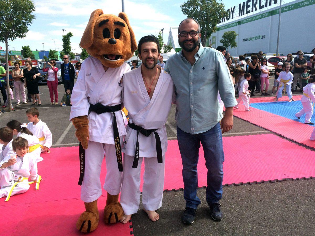 """El  Ayuntamiento colabora en la joranada """"Karate for kids"""" que se ha celebrado en La Abadía con la participación de 175 jóvenes"""
