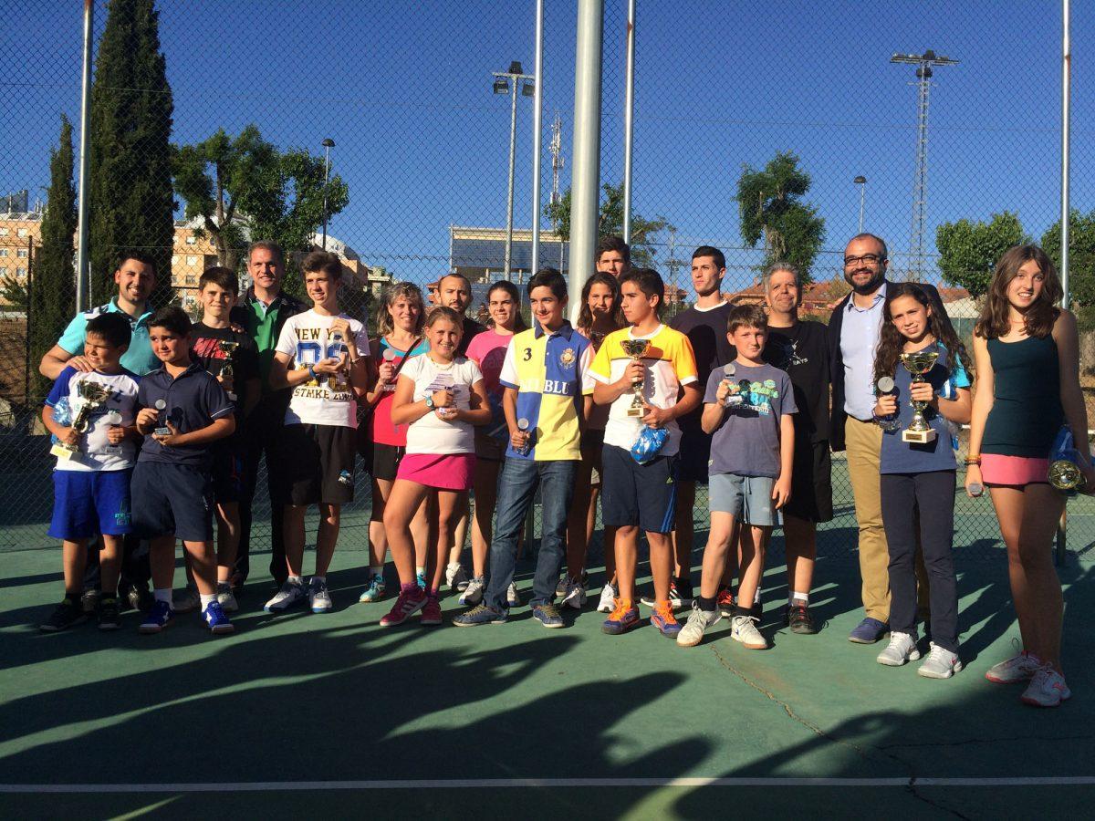 Dos centenares de tenistas toledanos disfrutan del XIX Día de la Raqueta en la Escuela de Gimnasia