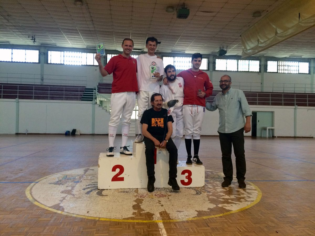 Unos 40 tiradores en el campeonato provincial individual de esgrima en Toledo que ganan Carlos Codina y Graciela Gómez