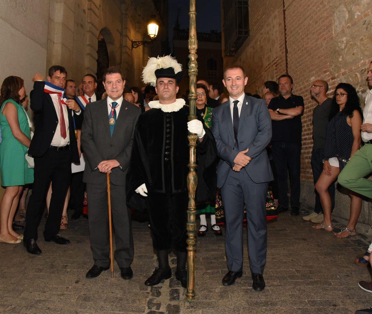El alcalde acompañó al pertiguero en la tradicional inauguración de la Carrera Procesional del Corpus Christi