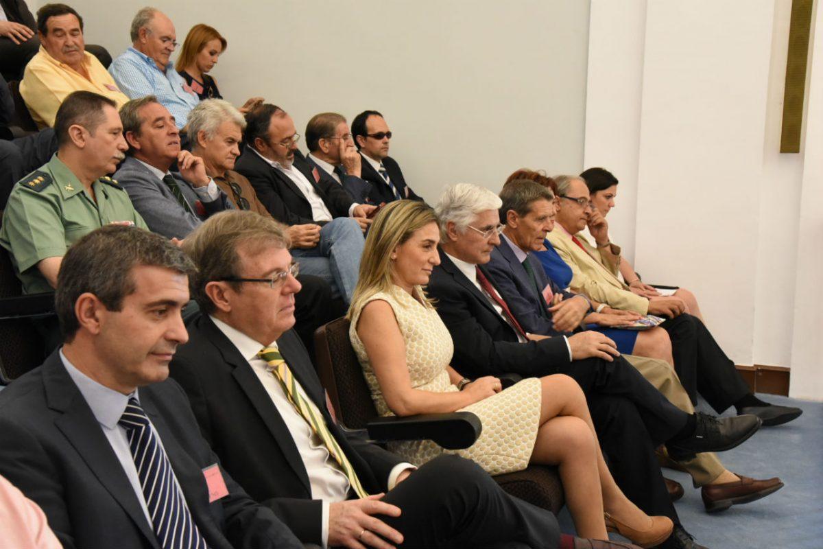La alcaldesa valora que las primeras medidas que adopte García-Page para Castilla-La Mancha sean sociales