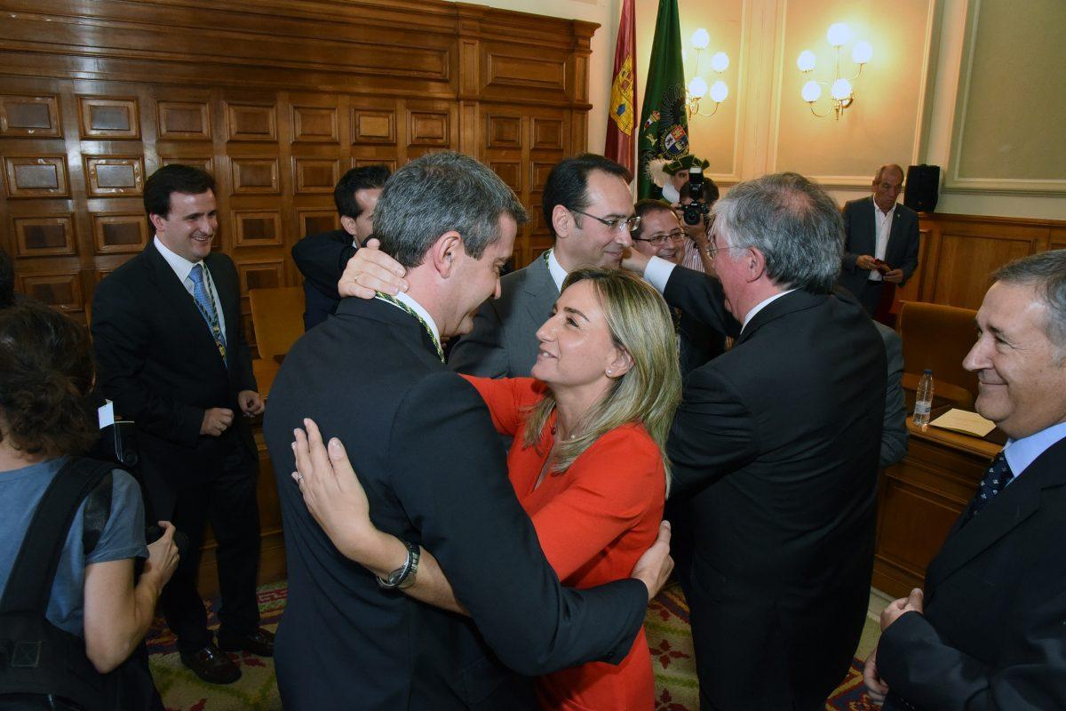 La alcaldesa de Toledo asiste a la investidura de Álvaro Gutiérrez como nuevo presidente de la Diputación Provincial