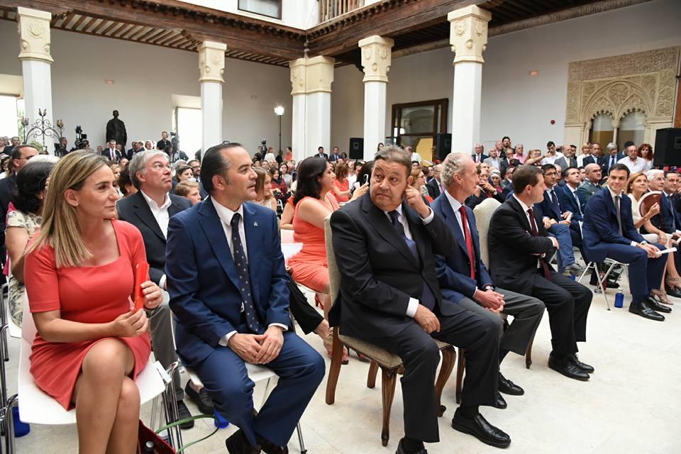 """http://www.toledo.es/wp-content/uploads/2015/07/11541045_10153040118987183_21310531238049460_n.jpg. La alcaldesa de Toledo asegura que """"Toledo va a ser por fin reconocido"""" tras la Toma de Posesión de García-Page"""