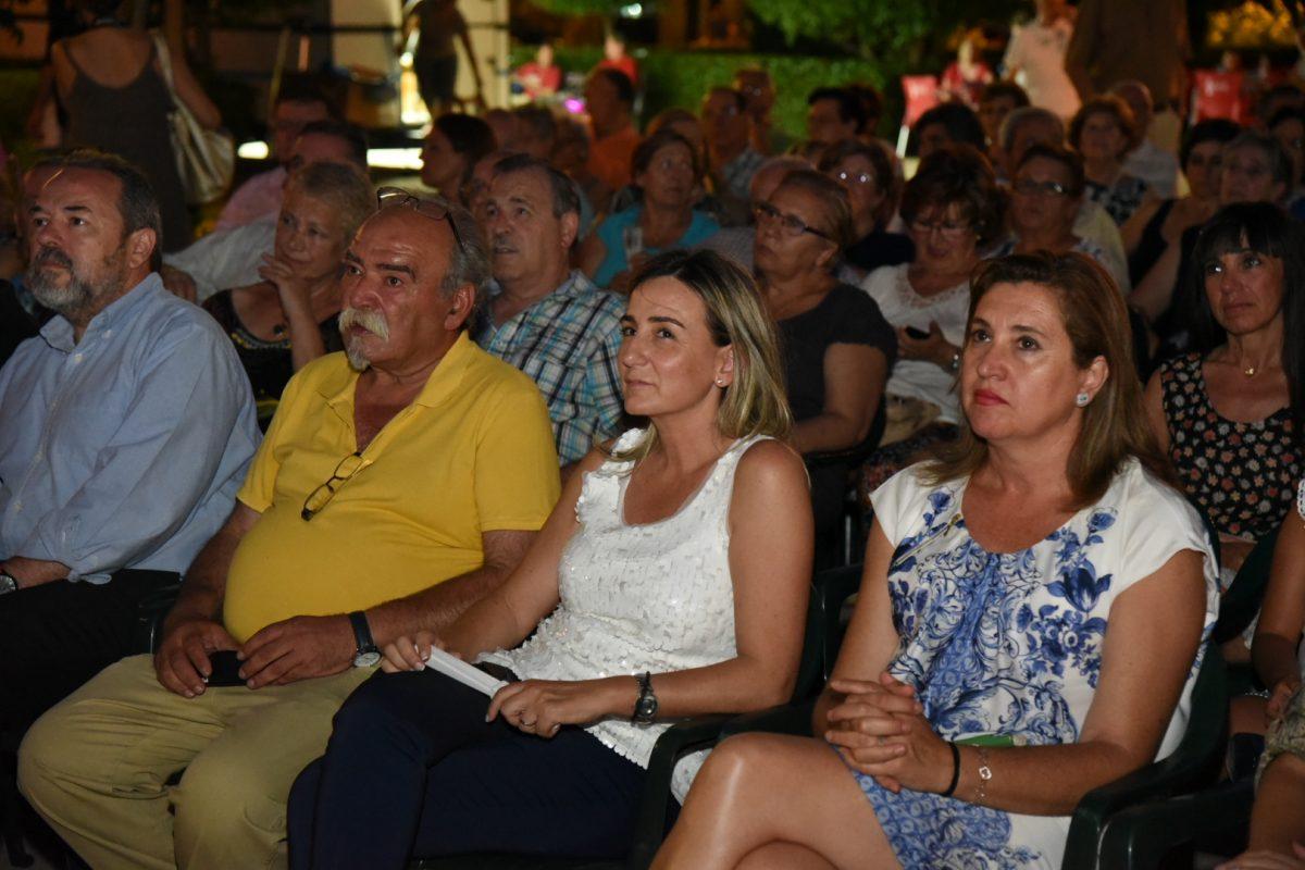 La alcaldesa acompaña a los vecinos de San Antón en las tradicionales fiestas de su barrio