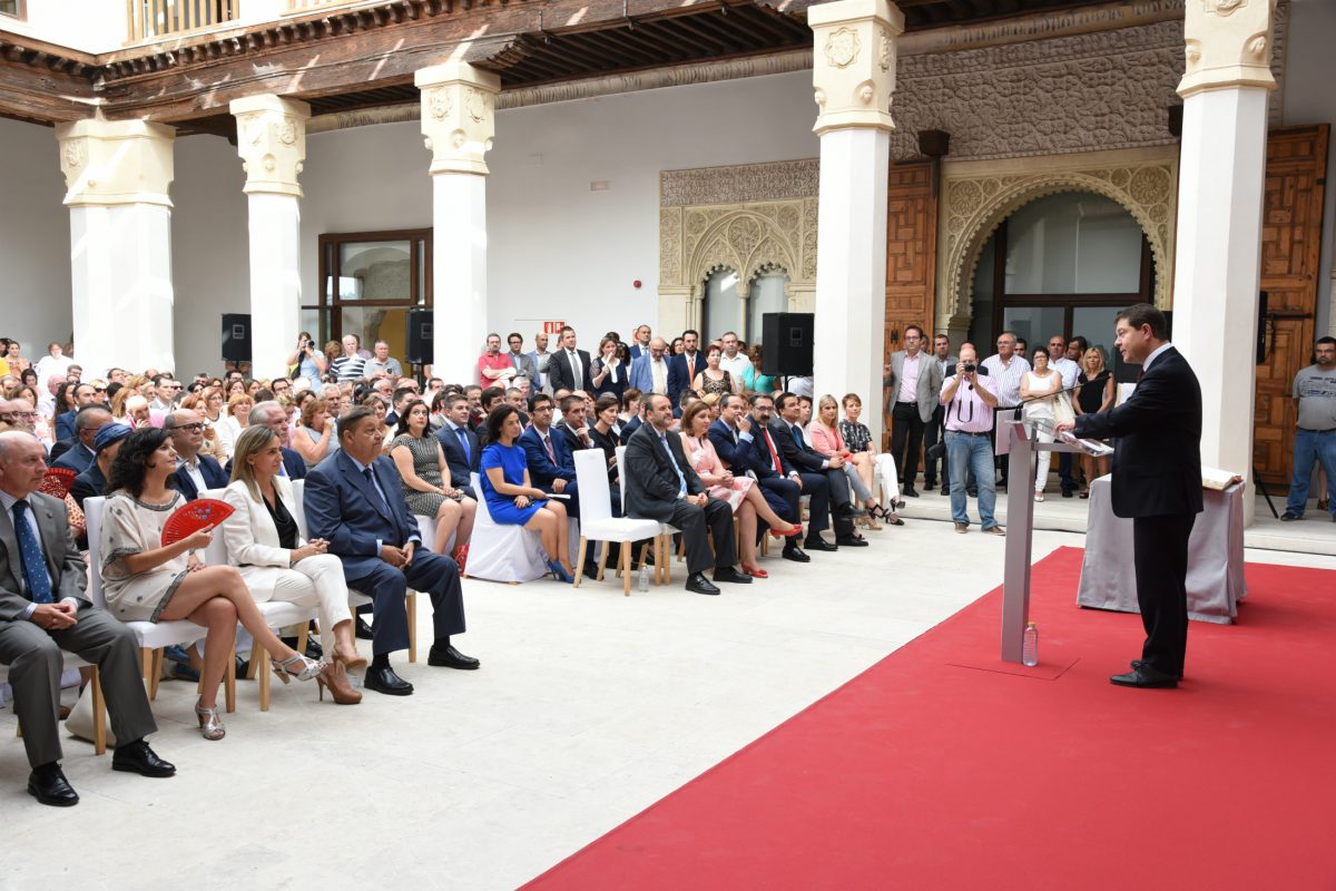 La Alcaldesa de Toledo asiste a la toma de posesión del Consejo de Gobierno de Castilla-La Mancha