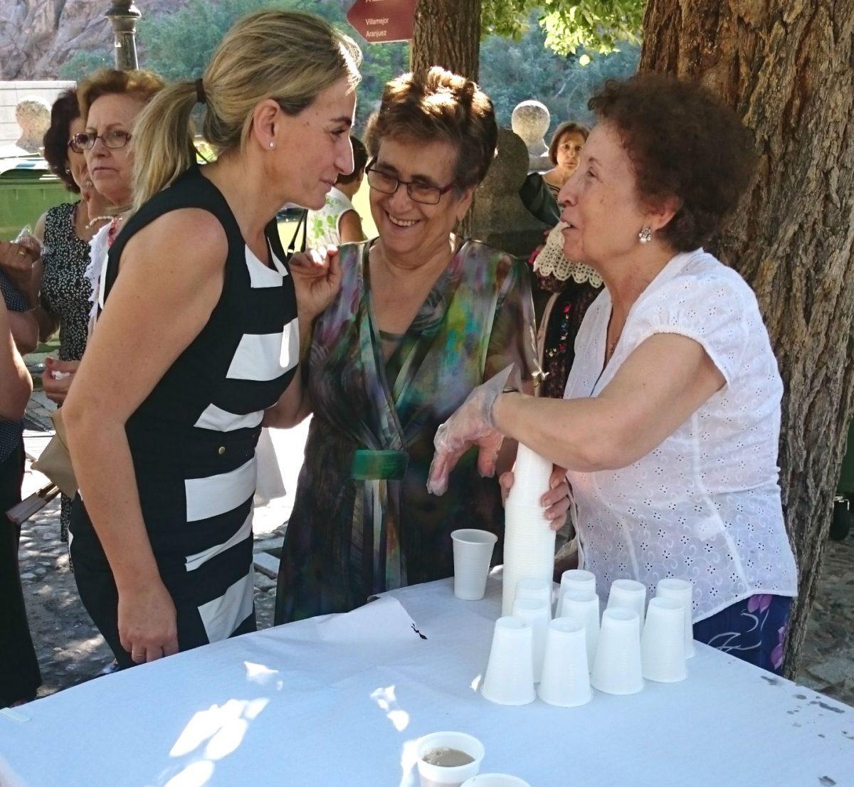 La alcaldesa celebra con los vecinos del barrio de La Cornisa sus fiestas populares
