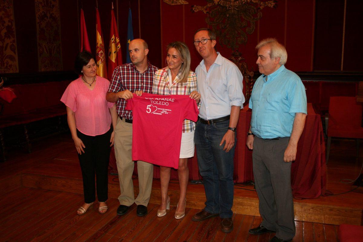 """Tolón recibe con """"satisfacción"""" a los miembros de APANAS que participarán en los Juegos Mundiales de Olimpiadas Especiales"""