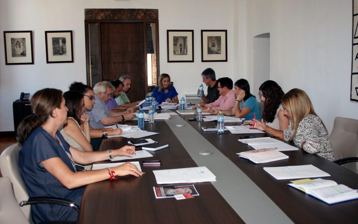 La Junta de Gobierno Local aprueba la ampliación de los horarios de bares y terrazas durante las Fiestas de Agosto