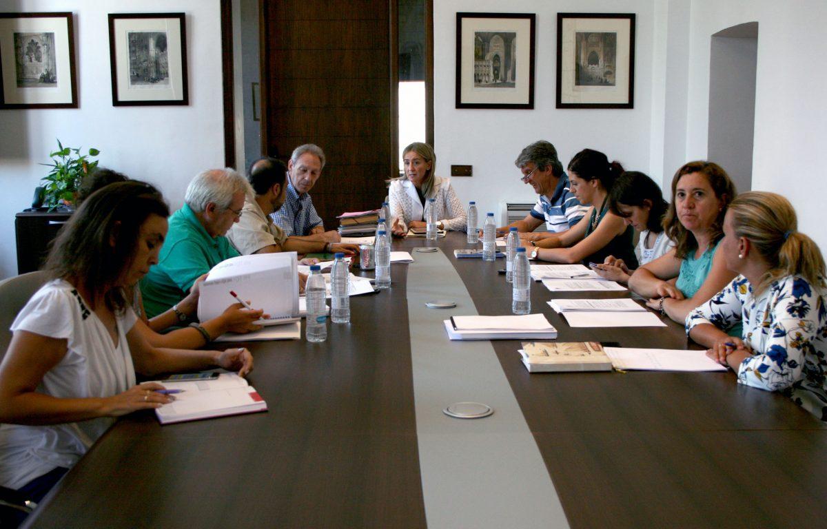 La Junta de Gobierno aprueba los conciertos de las Ferias de Agosto y las condiciones para el desarrollo de Luz Greco 2015