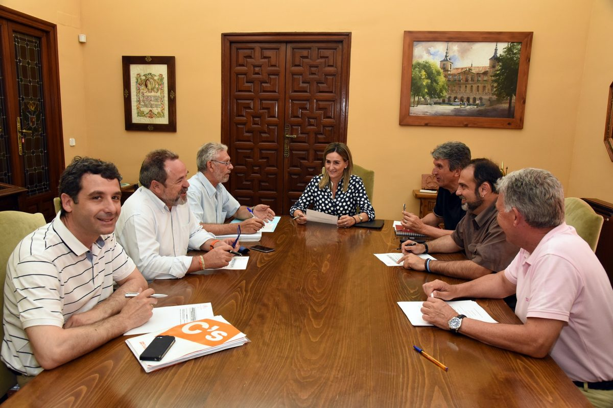 Milagros Tolón preside la Junta de Portavoces del Pleno para tratar la renuncia de Juan Alfonso Ruiz Molina