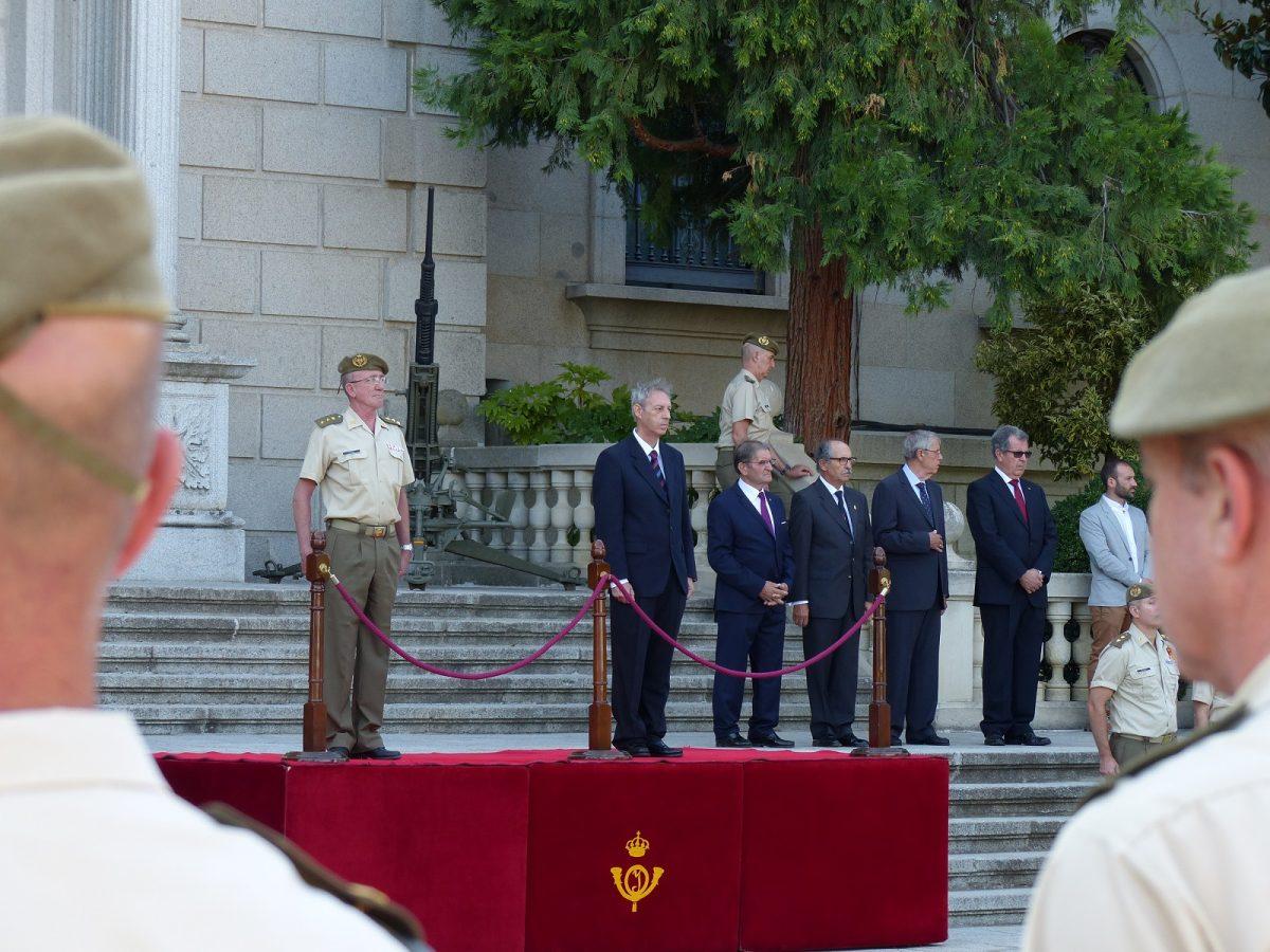 El vicealcalde de Toledo asiste a la entrega de certificados de empleo de los sargentos alumnos de la Academia de Infantería