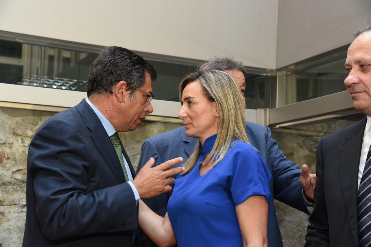 La alcaldesa de Toledo asiste a la toma de posesión de Javier Nicolás como delegado de la Junta en Toledo