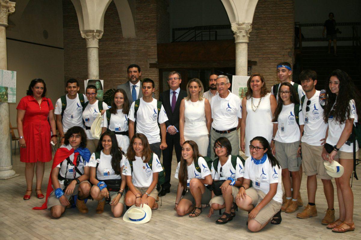 """La alcaldesa destaca el """"ejemplo de convivencia entre culturas"""" de Toledo en la visita de los expedicionarios de la Ruta Quetzal"""
