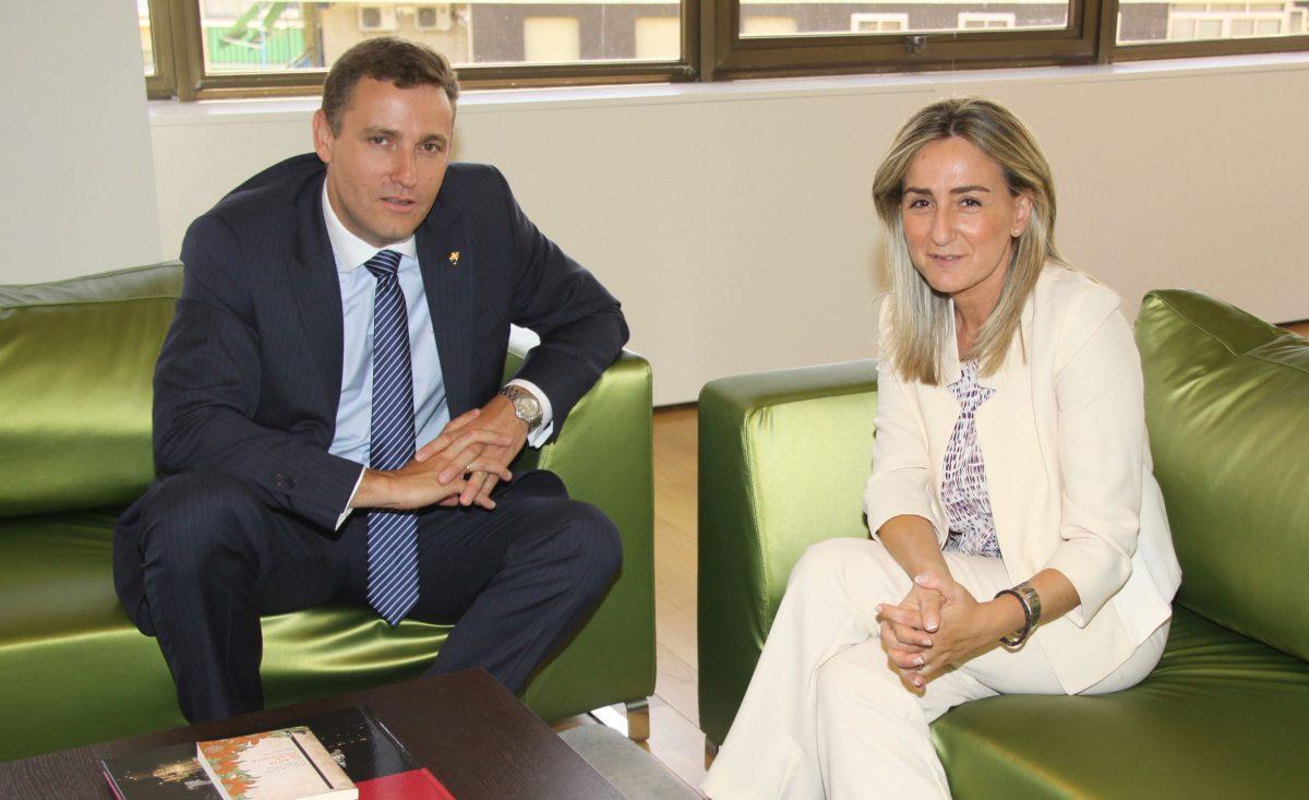 La alcaldesa mantiene el primer encuentro institucional con el director general de Caja Rural Castilla-La Mancha