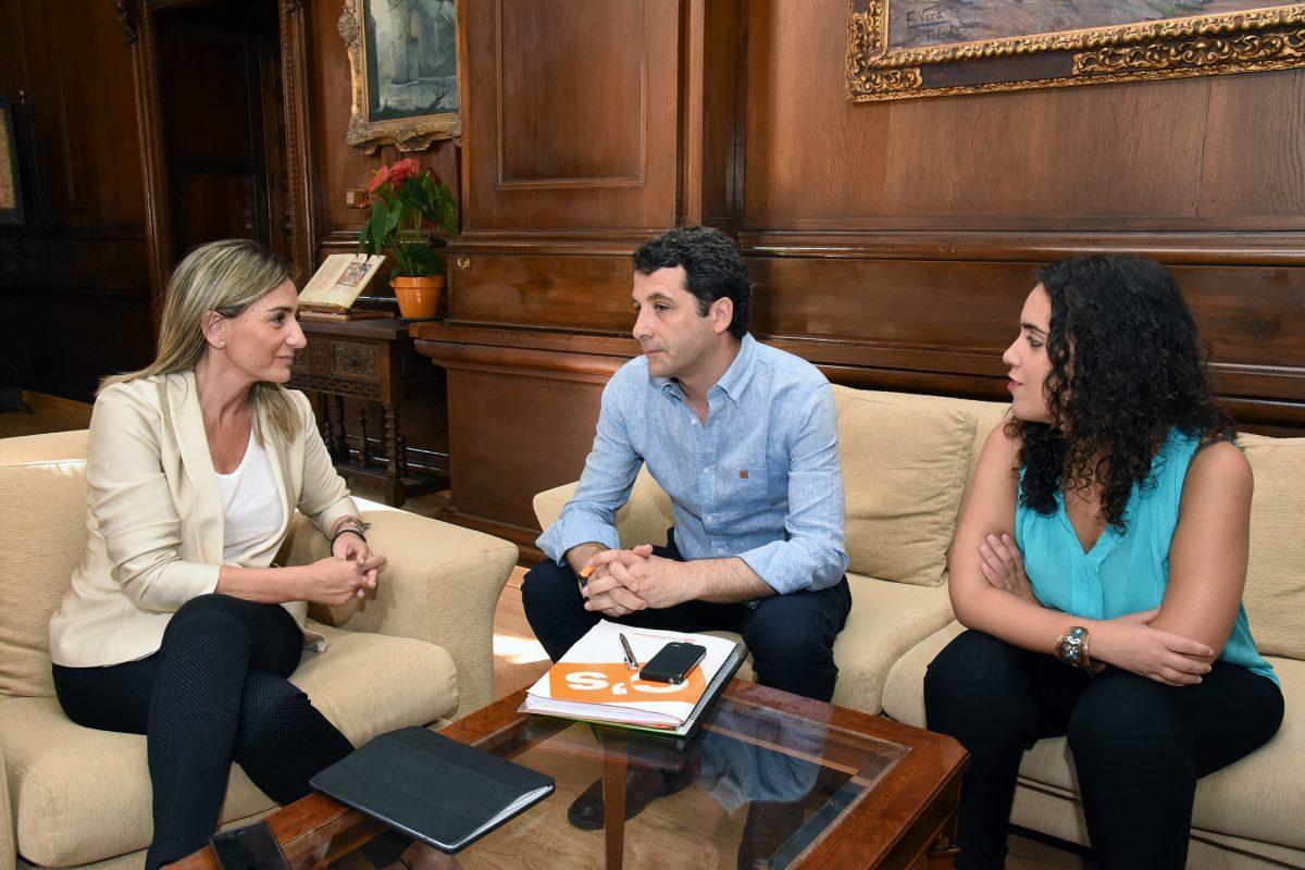 """http://www.toledo.es/wp-content/uploads/2015/07/reunion_ciudadanos-1200x800.jpg. La alcaldesa propone un gran pacto por el empleo y el desarrollo económico para convertir a Toledo en """"referente empresarial"""""""