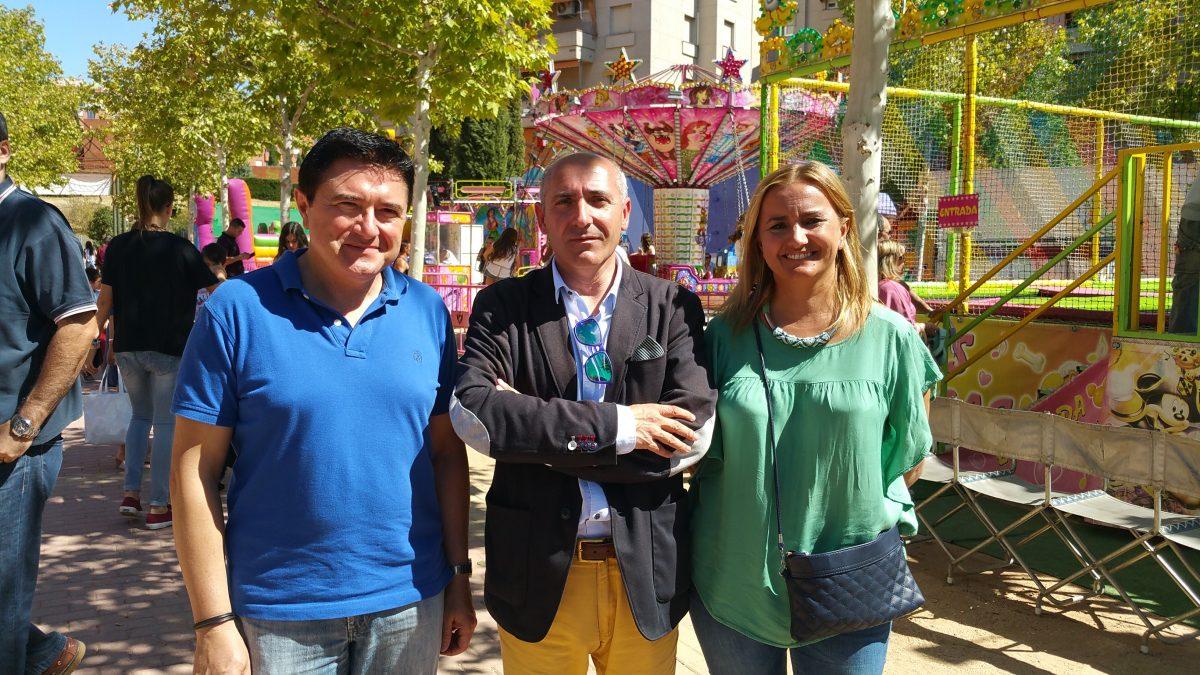 Miembros del equipo de Gobierno municipal asisten a las fiestas populares del barrio de Buenavista