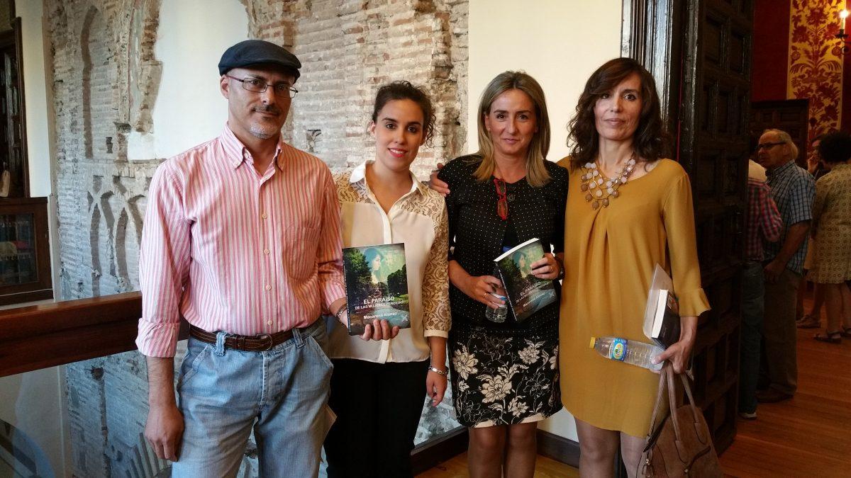La alcaldesa reivindica la lucha por la igualdad en la presentación del libro 'El paraíso de las mujeres perdidas'