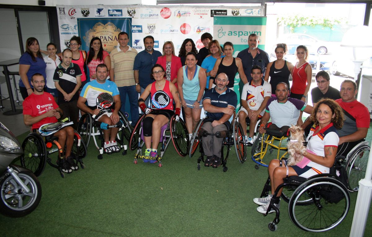 Miembros del equipo de Gobierno asisten al Torneo de Pádel Inclusivo que se celebra con motivo del 25 aniversario de Aspaym