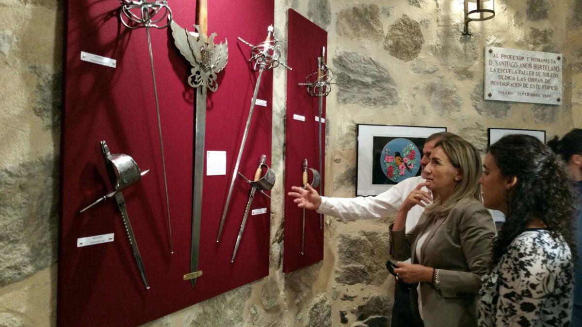 Una exposición culmina los talleres de empleo de espadería y reposteros que han sido clausurados hoy por la alcaldesa