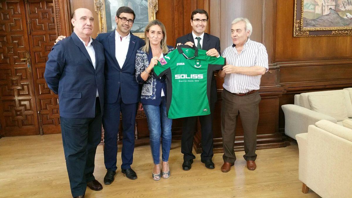La alcaldesa de Toledo se reúne con los representantes y principales patrocinadores del Club Deportivo Toledo