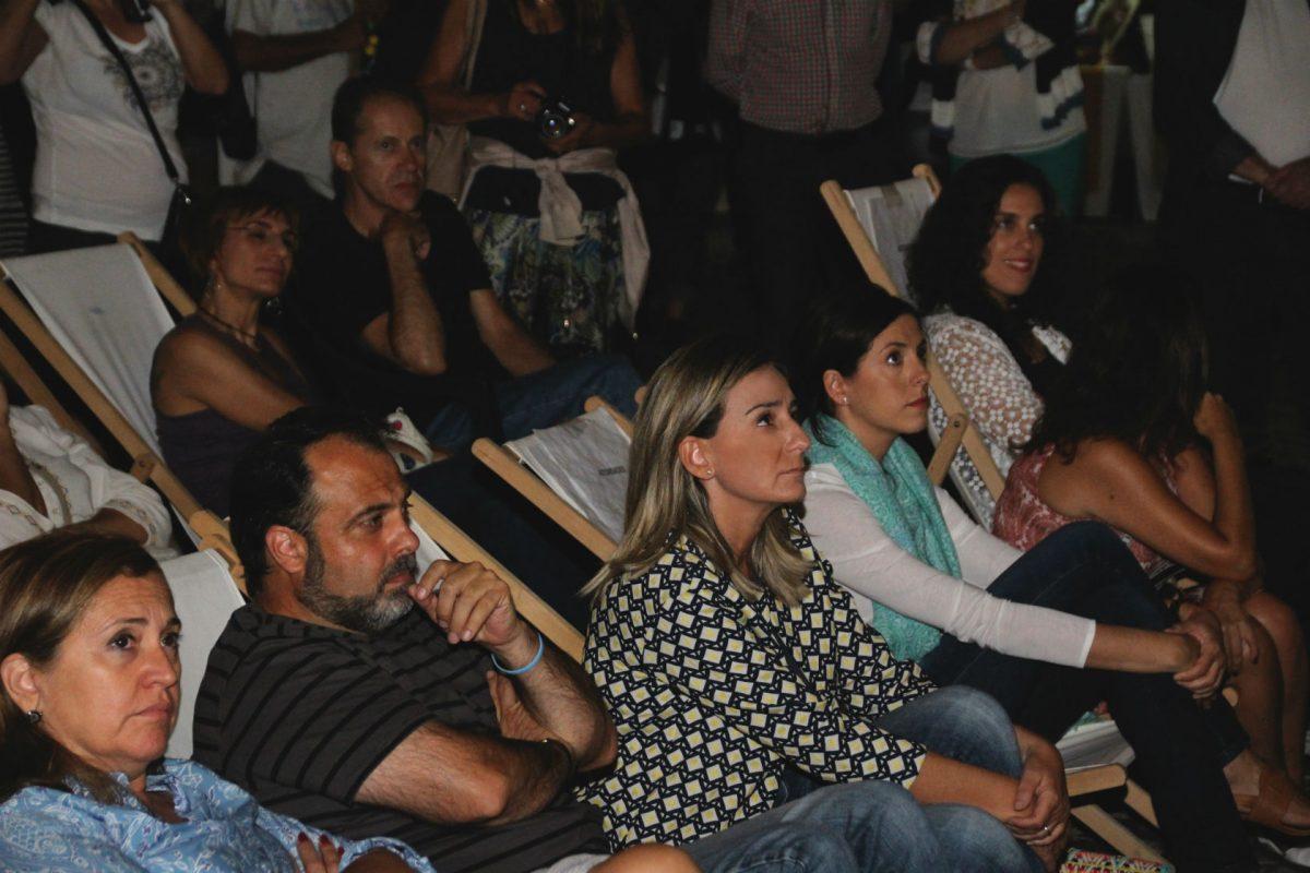 La alcaldesa y otros miembros del equipo de Gobierno asisten a la fiesta de inauguración del Festival Voix Vives